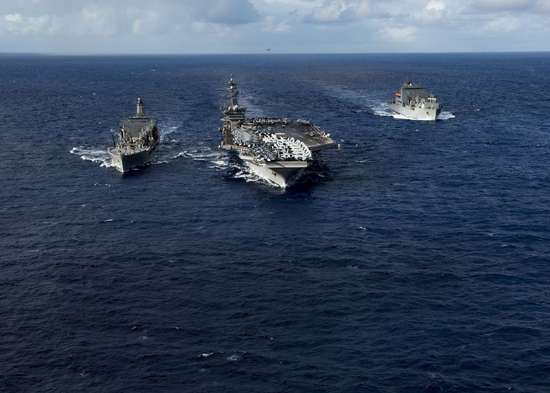 美媒称美军欲派航母驶近中国南海岛礁